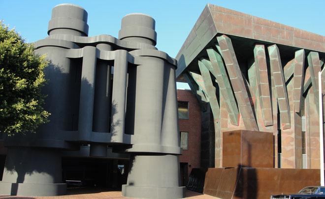 la sede di Google Los Angeles presso il binoculars building di Venice