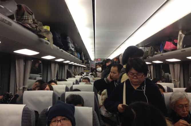 foto treno pieno Giappone